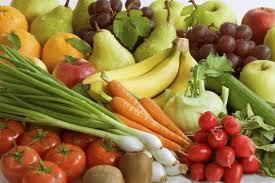 Кушаем  овощи и фрукты. Что полезнее ?