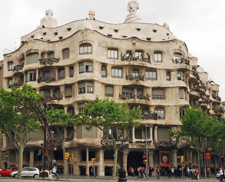 1018 Испания. Дом Мила.