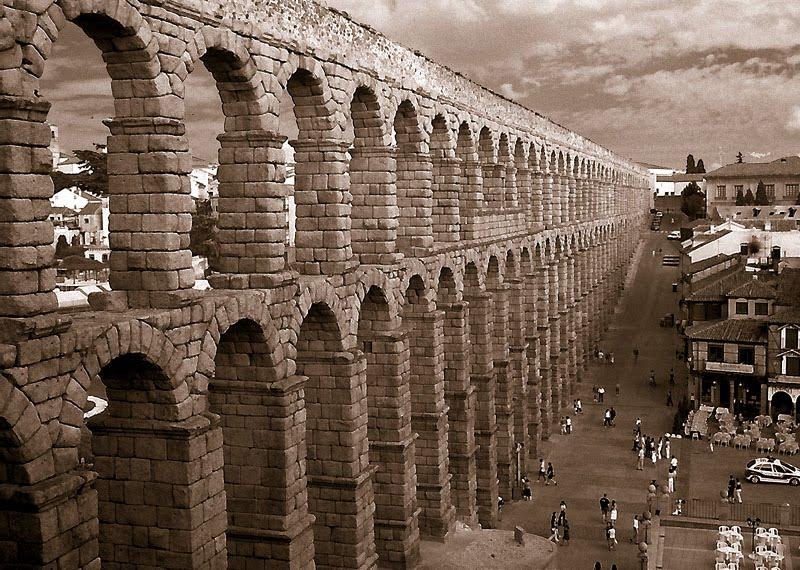 1024 Испания. Акведук в Сеговии.