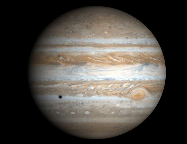 Юпитер – единственная планета, у которой есть центр массы с Солнцем.