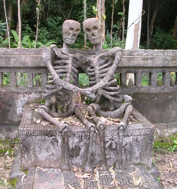 Таиланд. Влюбленные скелеты.