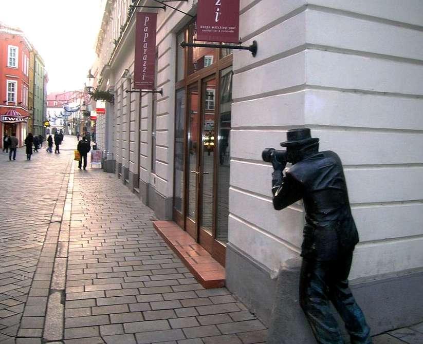 Словакия. Памятник папарацци