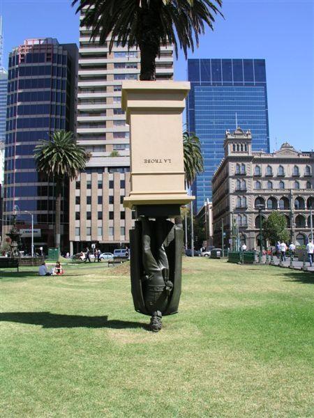 Австралия. Памятник Чарльзу Ла Тробе