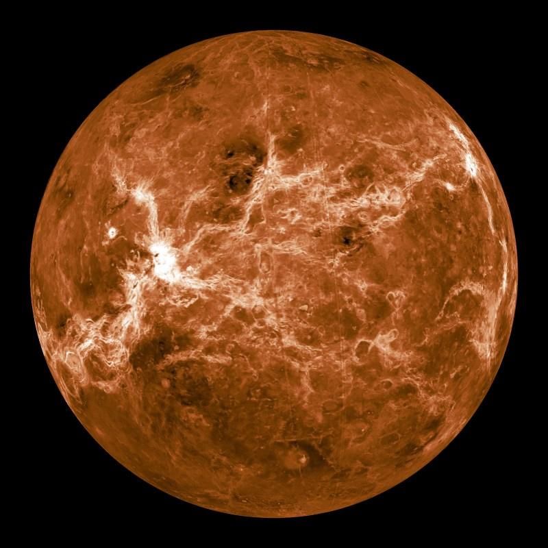 Планета Венера была названа в честь римской богини любви и красавицы.