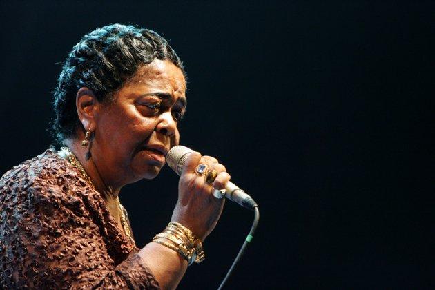 Певица Сезария Эвора