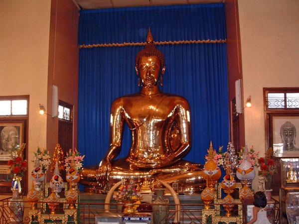 2523 Бангкок. Скульптура Золотой Будда