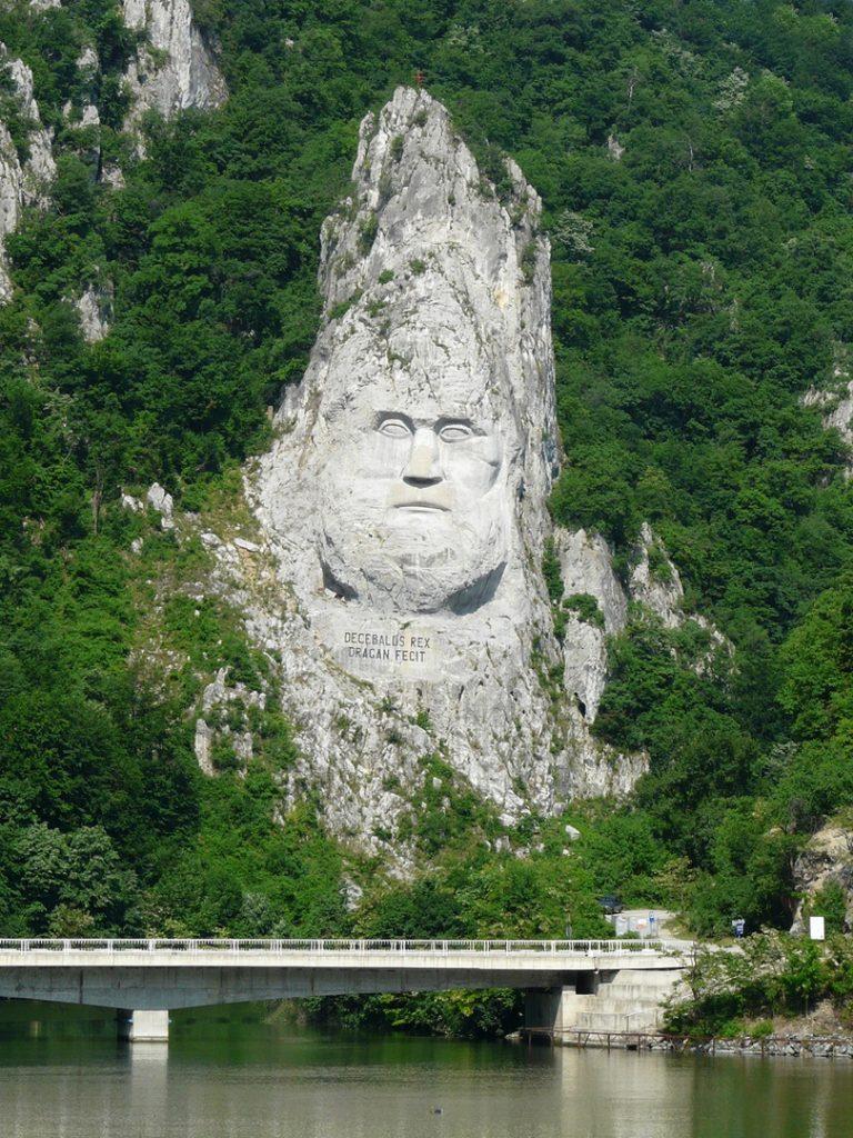 2920 Румыния. Статуя Децебала.
