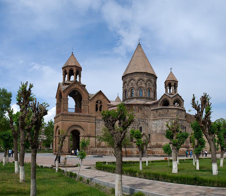 3902 Армения. Эчмиадзинский монастырь.
