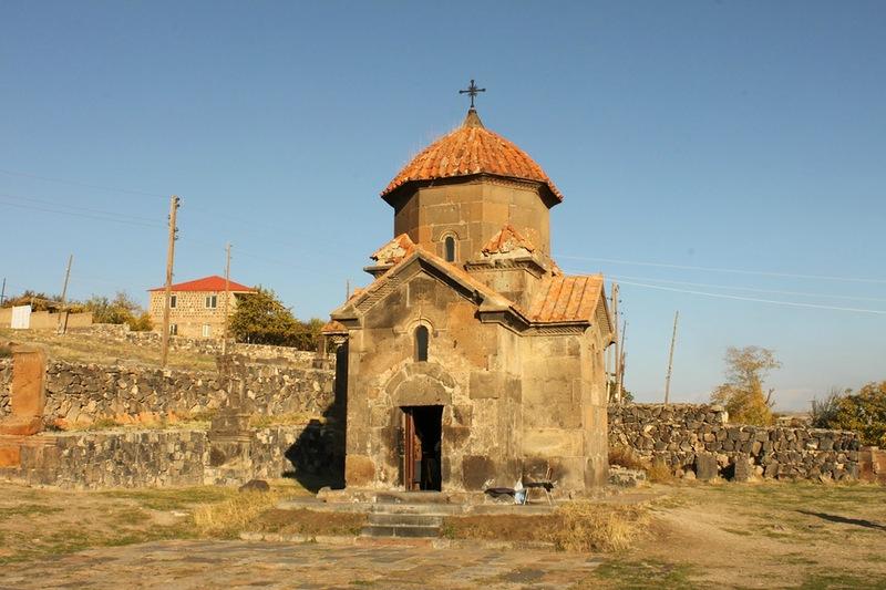 Армения. Церковь Кармравор.