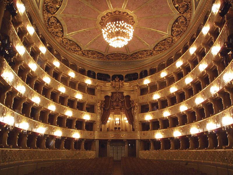 Португалия. Национальный театр Сан-Карлуш.