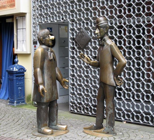 Германия. Памятник Тюннесу и Скалу