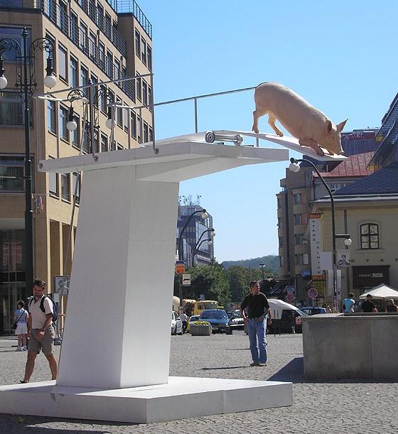 2721 Чехия. Памятник свиньям