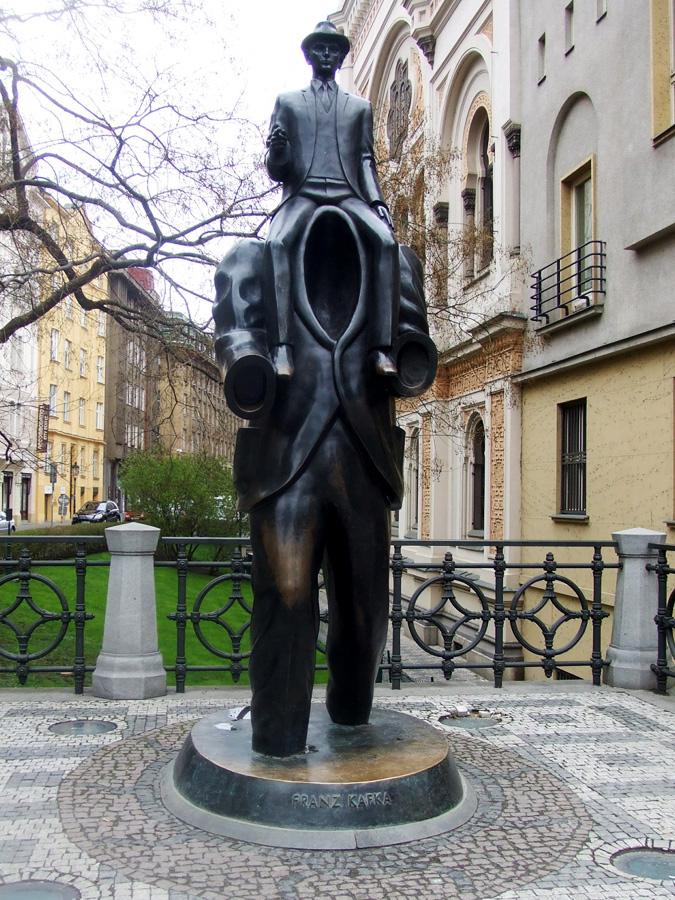 Чехия. Памятник Францу Кафке