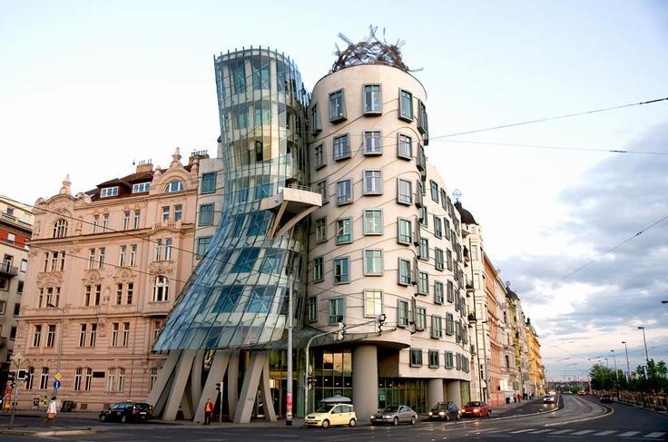 5949 Чехия. Танцующий дом.
