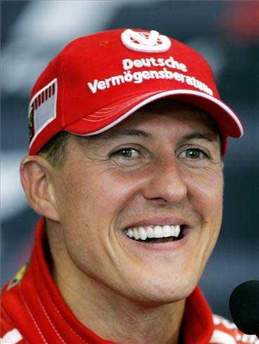 Гонщик Михаэль Шумахер. Чемпион мира и широко расценен как один из самых великих водителей F1.
