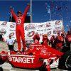 8822 Гонщик Скотт Рональд Диксон, является  тройным Чемпионом IndyCar.