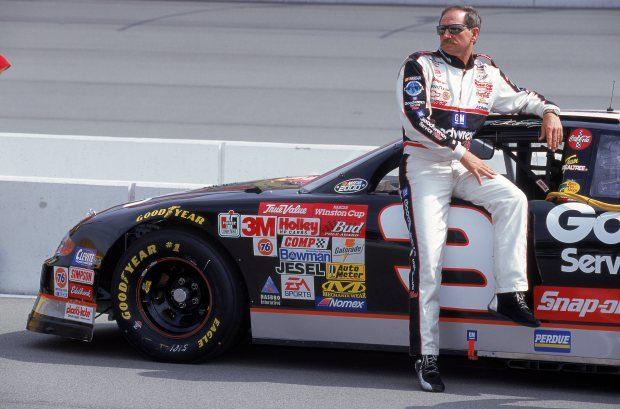 Был известным прежде всего его участием в автогонках для NASCAR. Гонщик Дэйл Эрнхардт.