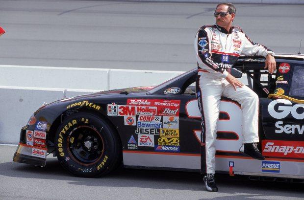 9087 Был известным прежде всего его участием в автогонках для NASCAR. Гонщик Дэйл Эрнхардт.