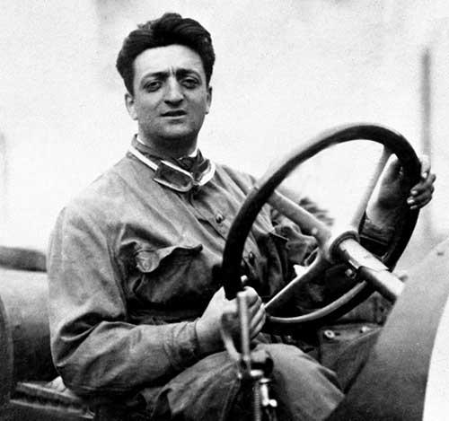 8942 Был итальянским водителем автомобильных гонок и предпринимателем - гонщик Энцо Ансельмо Феррари.