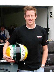 Джеймс Кортни – конкурирует на Чемпионате по езде на Суперавтомобилях V8.