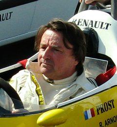 Рене Александр Арну, гонщик который является ветераном 12 сезонов Формулы Один (1978 – 1989).
