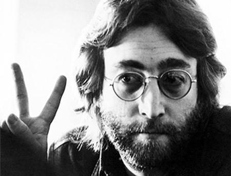 Певец Джон Оно Леннон