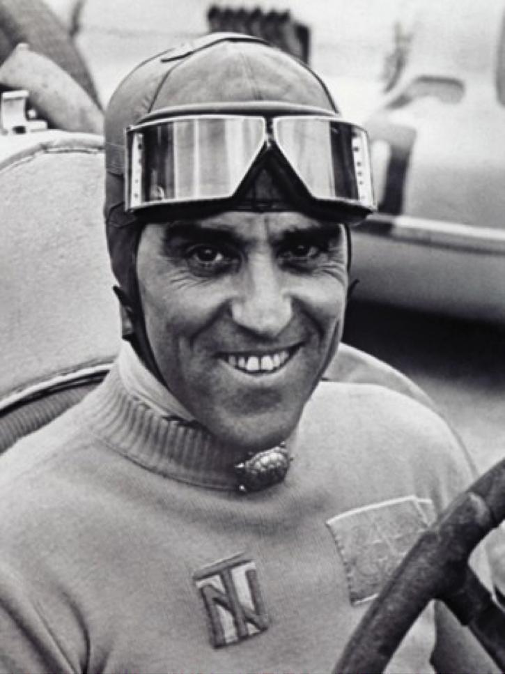 Гонщик Тацио Джорджио Нуволари, был итальянский гонщик мотоцикла и гонщик.
