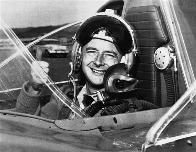Гонщик Дональд Кэмпбелла, был британским нарушителем рекорда скорости.