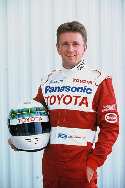 Является британским бывшим гонщиком, комментатором и журналистом из Шотландии- гонщик Алан Макниш.