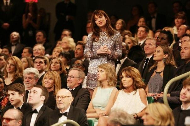 Тейлор Свифт не довольна заседанием из-за Сары Пэйлин!