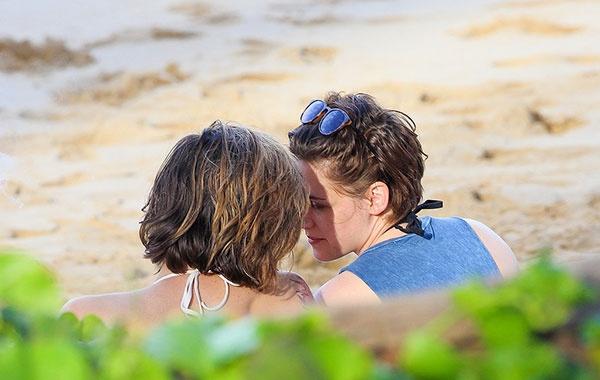 Кристен Стюарт и Алисия Карджил, будут использовать бисексуальность, чтобы получить роль в Голливуде!