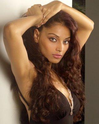 Актриса Бипаша Басу