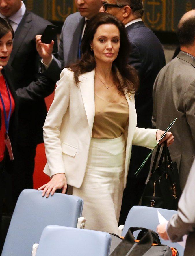 Последние новости. Анджелина Джоли без нижнего белья