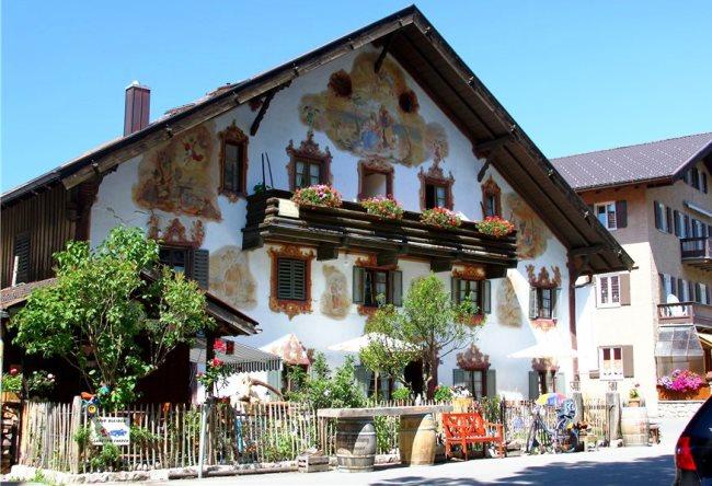 Деревня Обераммергау, расписана словно сказка
