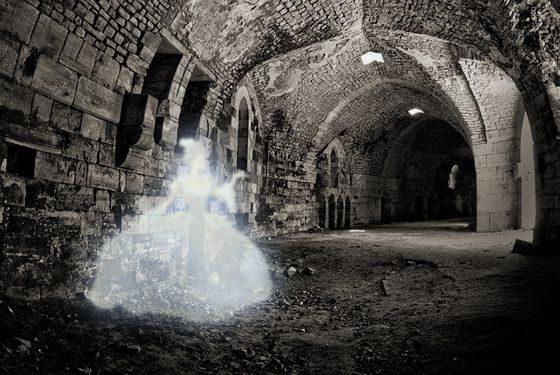 Привидения, призраки, духи или демоны