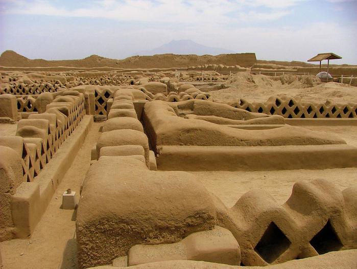 Глиняный город Чан-Чан в Перу