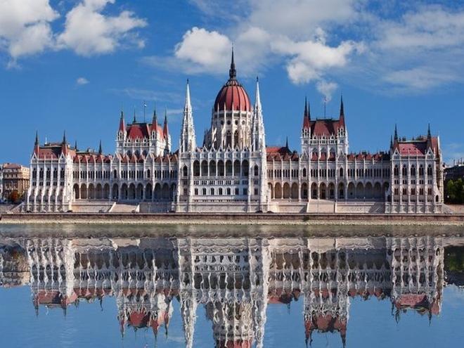 Величественный Парламент Будапешта