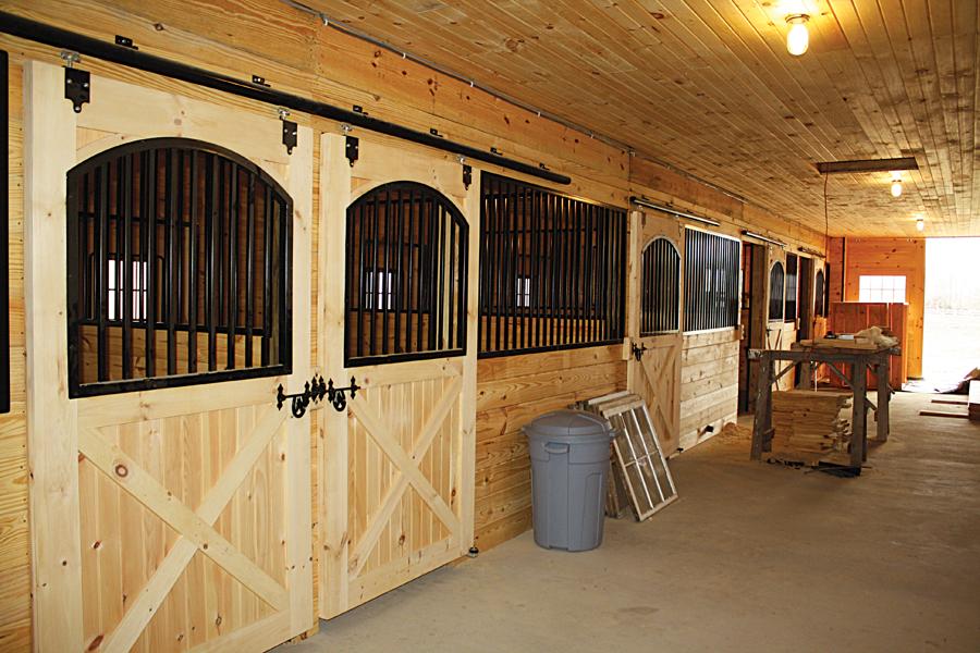 Содержание лошадей в конюшне фото - 17022