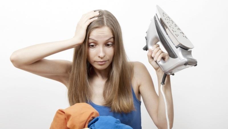 Очистить утюг от пригоревшей ткани
