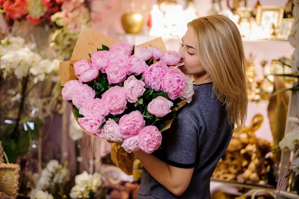 Красивая доставка цветов в корзинах от нашего магазина