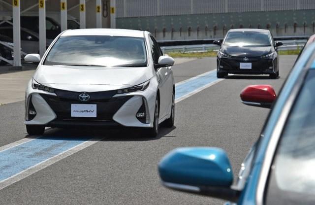 33401 Приуса PHV - наш соперник Приус HV. Toyota Prius Plug-in Hybrid