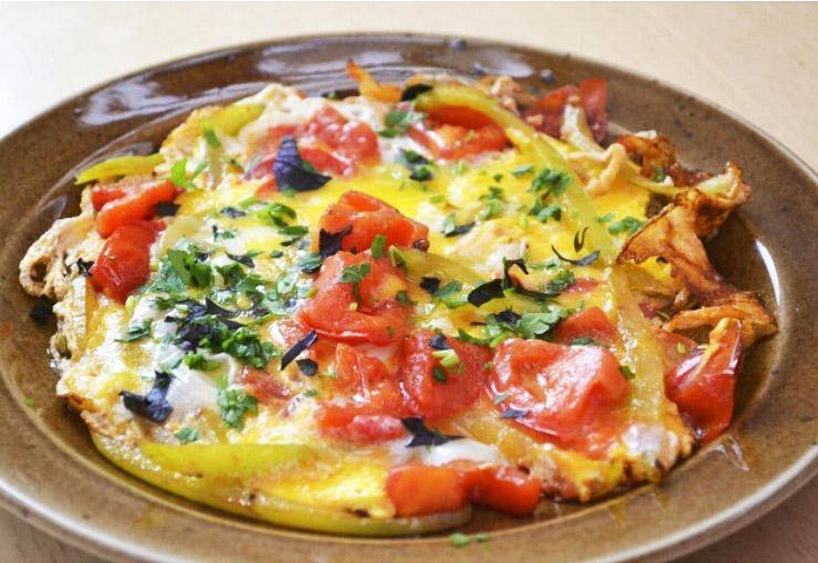 33109 Курица с овощами на гриле и яичница с помидорами