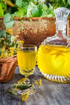 полезные свойства липы, вино из цветков липы