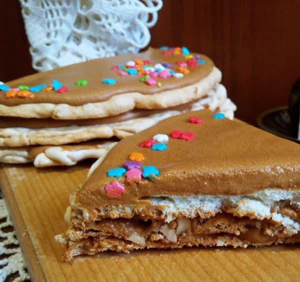 Торт из белковых коржей с вареной сгущенкой