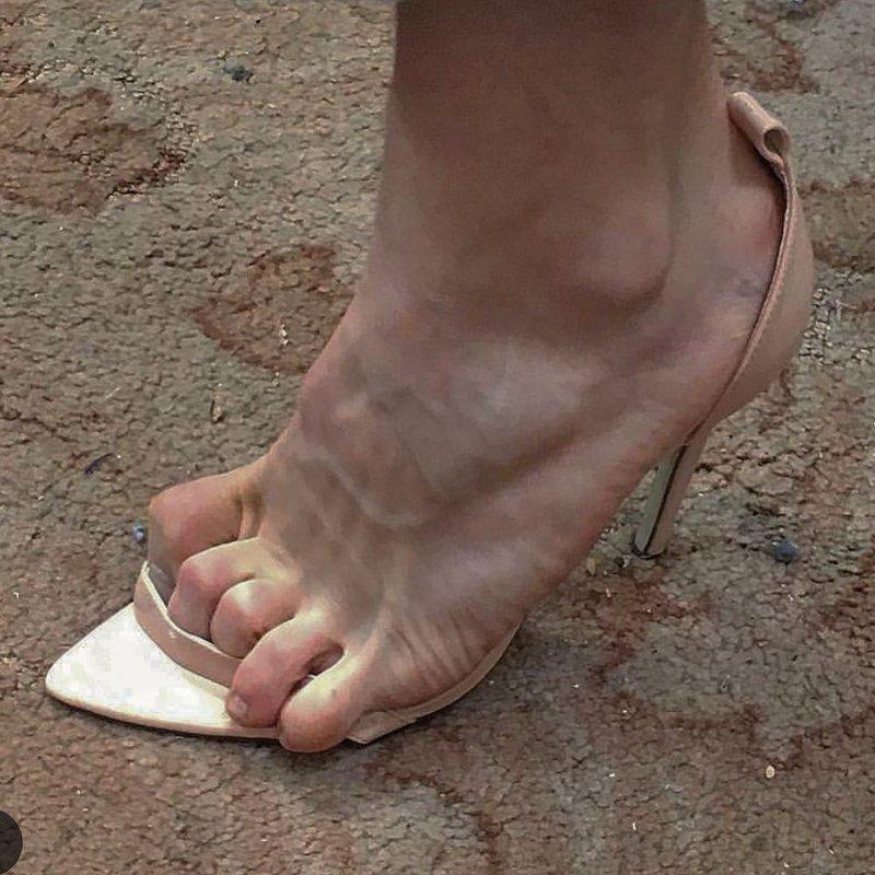 37875 12 пар странной и совсем неудобной обуви