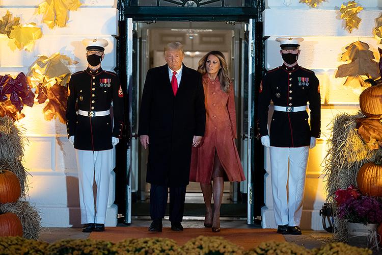 Страшно красиво: Дональд и Мелания Трамп отпраздновали Хэллоуин в Белом доме
