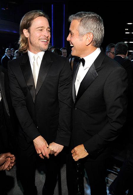 """40348 Джордж Клуни рассказал, как Брэд Питт однажды разыграл его на съемках в Италии: """"Это ужасная история"""""""
