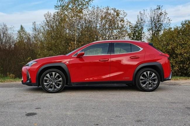 Lexus UX: За двумя зайцами. Lexus UX 250h