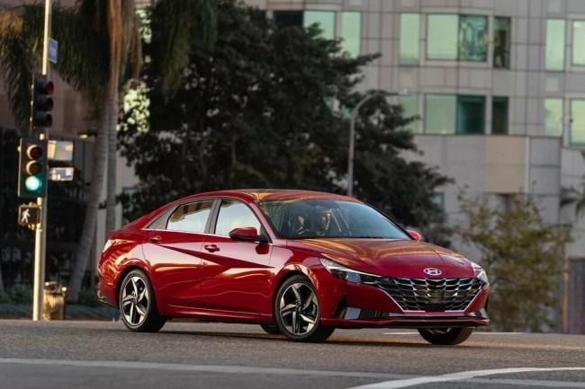 40923 Новая Hyundai Elantra: куда катятся корейцы?. Hyundai Elantra