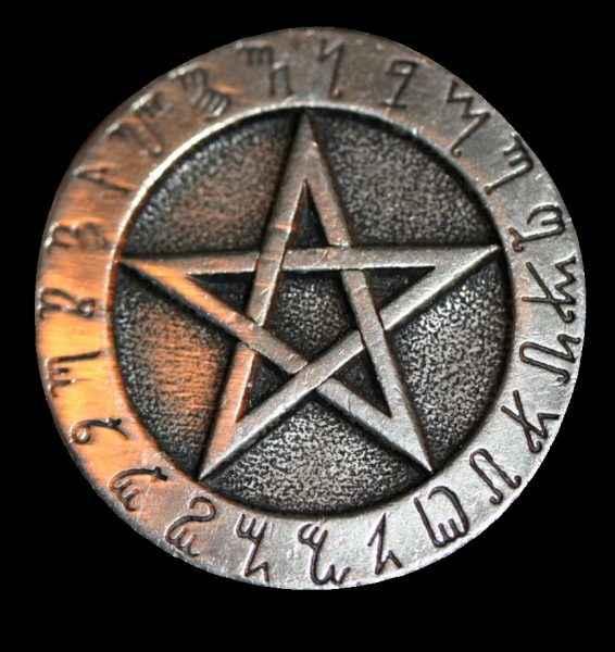 Символы для ведьмы: 12 магических символов, включая трикветр, альгиз и многое другое